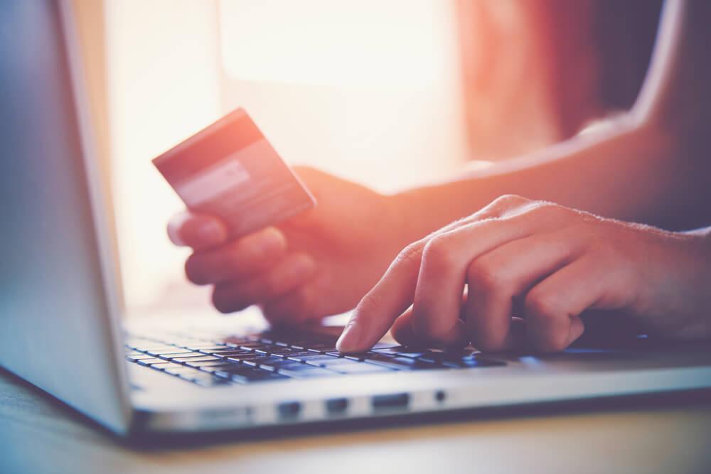 http://www.durbanite.co.za/wp-content/uploads/2016/11/Online-shopping.jpg