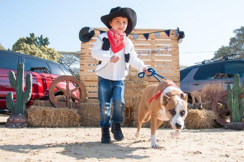 Joe Martin and Ella the dog from SPCA Kloof (Photo: Geoff Brink)