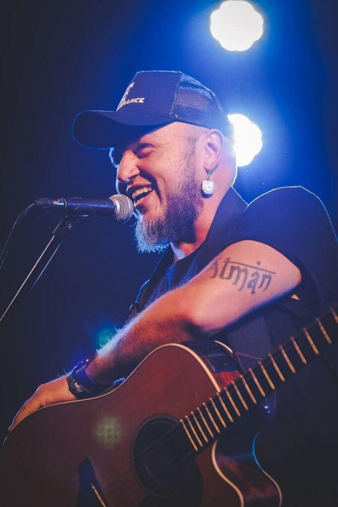 Durban born Ard Matthews performs to fans at the Old Mutual Music at the Lake concert this Friday the 14th of February.